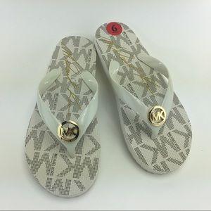 Michael Kors White Flip Flop White/Gold Size 6